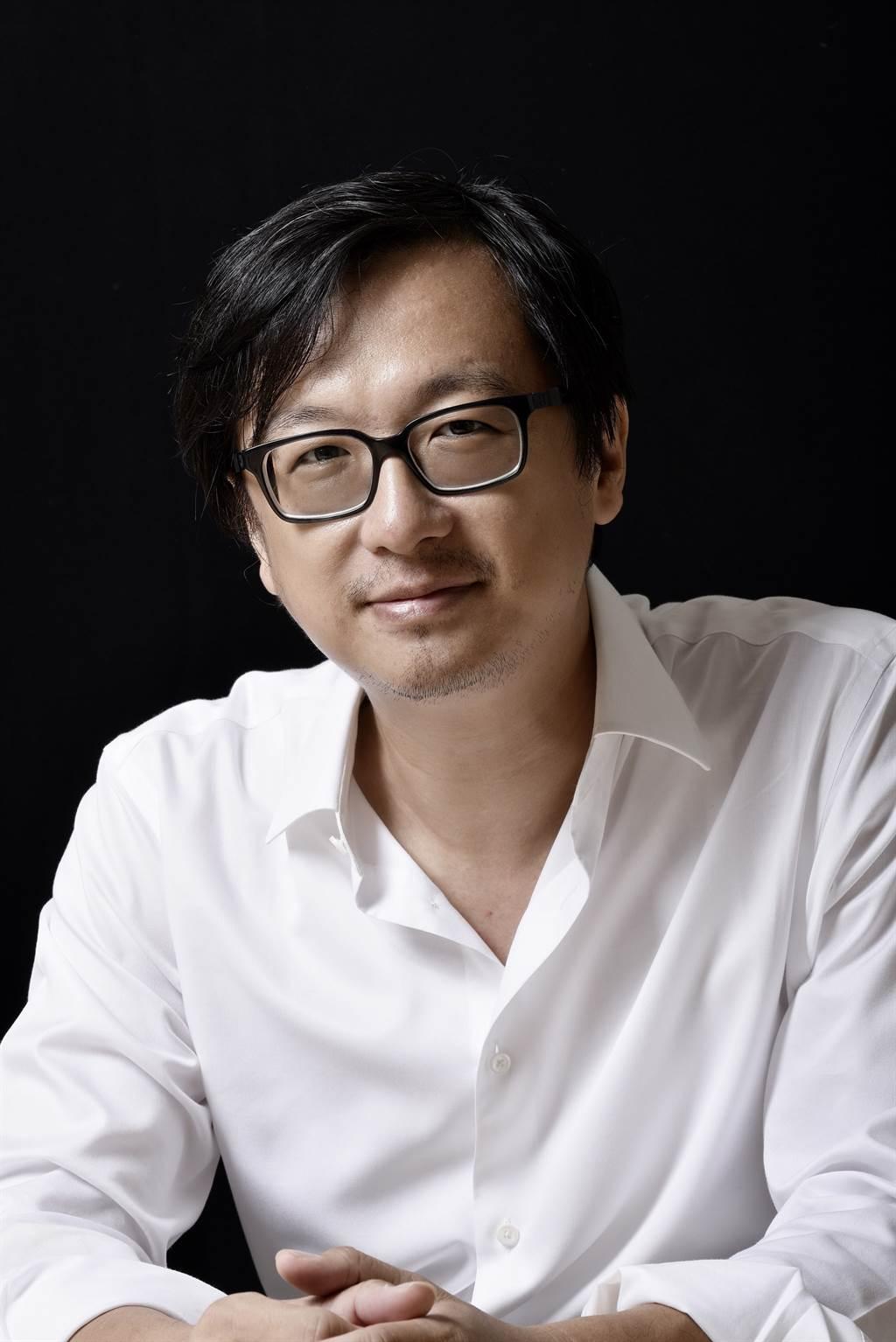 《MY WAY》由VERSE創辦人張鐵志主持,其曾歷任香港《號外》雜誌總編輯暨聯合出版人、《彭博商業週刊中文版》創刊總主筆、《數位時代》首席顧問、《報導者》暨總主筆。