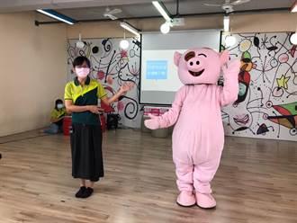 校長、老師扮人偶 台南公版直播教學逼近500萬人次觀看