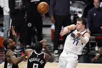NBA》東契奇狂砍42分14助攻 獨行俠鑿沉快艇聽牌