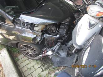 台灣大道2車未依號誌行車相撞  駕駛及乘客受創送醫