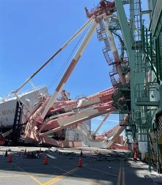 命大 高雄港貨櫃輪撞倒起重機 2工人困半空獲救急報平安