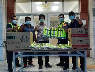 力挺第一線防疫員警  蚵寮警友站贈送口罩、酒精防疫物資