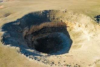 墨西哥現驚人「直徑80公尺天坑」 鄰近民宅快被吞噬