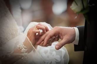女賓客穿白紗參加婚禮搶目光 傻妻2年後挖出真相心碎
