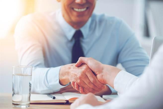 就業戰場想贏?培養五大「超威職場力」,保證好企業通通搶著要你!(示意圖/Shutterstock)