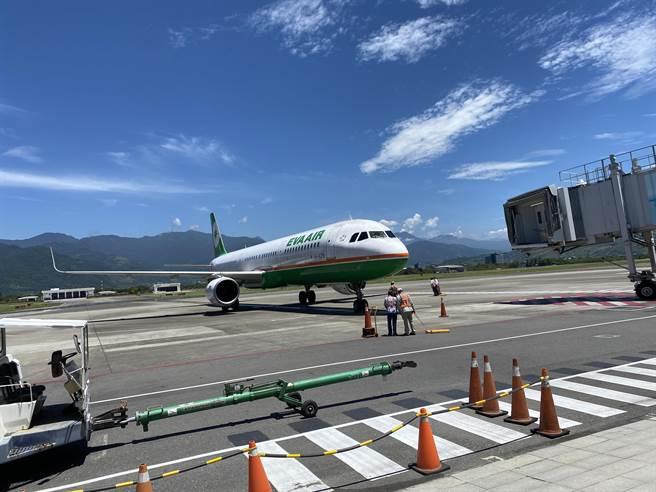 疫情嚴峻,往返北東的飛機航班停航1周,端午節台鐵也首度未加班列車班次。(台東縣政府提供/蔡旻妤台東傳真)