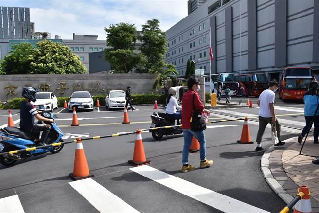 京元電子竹南廠菲籍移工群聚感染,3日再增32例確診,都是京元電員工。(謝明俊攝)