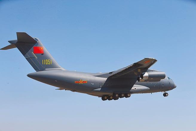 包括伊留申伊爾-76(IL-76)和運-20在內的16架中國軍機,日前飛臨馬來西亞附近空域。圖為運-20運輸機。(新華社)