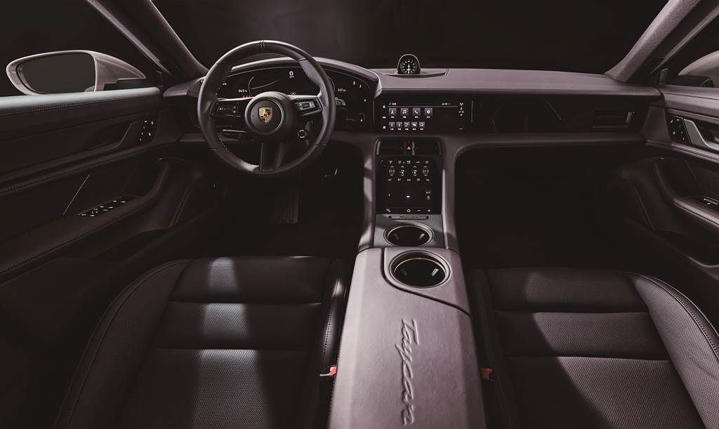 Taycan內裝設計結合典型Porsche設計元素以及全新用戶體驗。