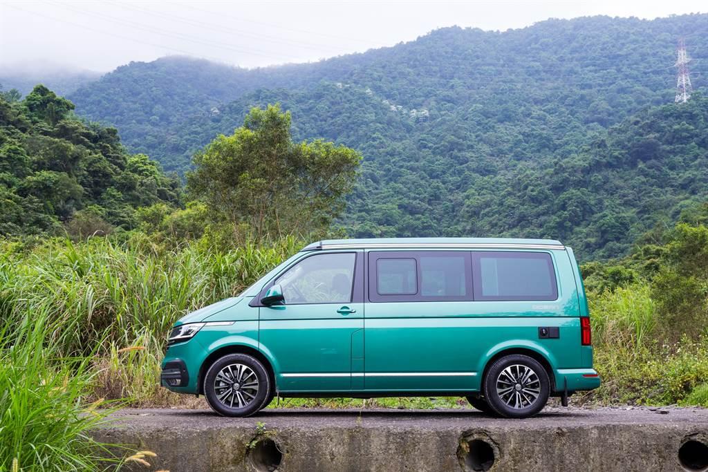 試駕的Ocean選用亮眼的月桂綠塗裝,在翠綠的山林中與景色融為一體。
