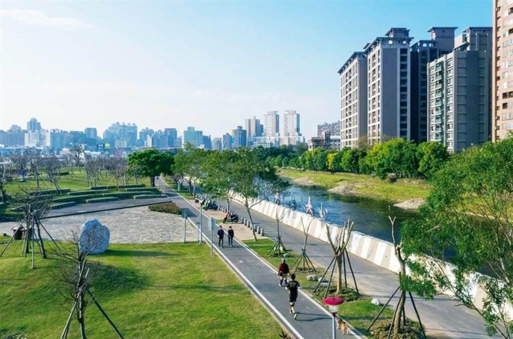 桃園區小檜溪重劃區內公園街景。(圖/永慶房仲網提供)