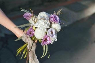 婚禮停辦 親友送花祝福