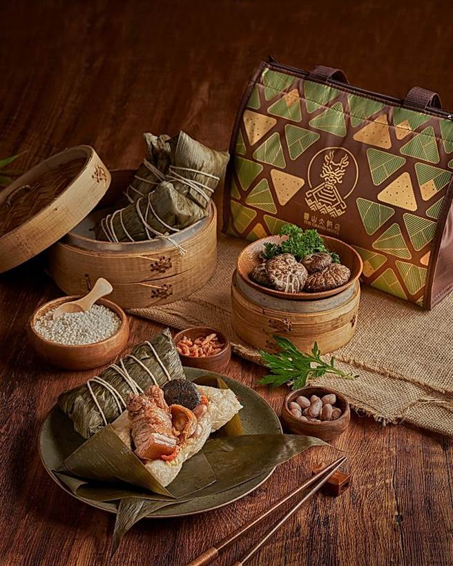 圓山飯店推出新口味〈東坡肉粽〉,標榜採用台南糯米與台灣黑毛豬肉,循古法嚴製。(圖/圓山大飯店)