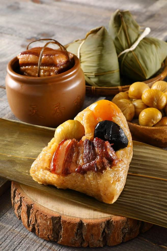 麗緻餐旅〈天香東坡粽〉,標榜內餡東坡肉師法米其林一星餐廳〈天香樓〉人氣菜色〈東坡肉〉。(圖/麗緻餐旅集團)