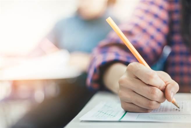 普通型高級中等學校將於10月3日舉行,技術型高級中等學校則於10月17日辦理。(示意圖/shutterstock提供)