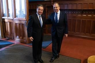 中俄外長很麻吉 王毅讚拉夫羅夫在國際場合主持公道