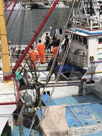大量外籍漁船湧梧棲漁港避風 農業局加強防疫宣導