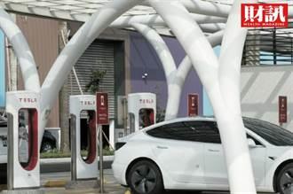 特斯拉失寵丟王座!中國靠一台3萬人民幣電動車 重演山寨大軍模式?