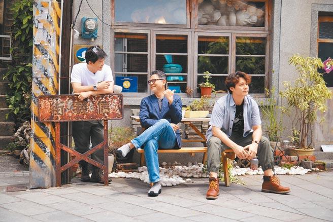 (右起)廖科溢、工頭堅、謝哲青3人因新節目《出發吧!鐵三角》,已造訪過新竹、台南、苗栗、嘉義等地。(亞洲旅遊台提供)