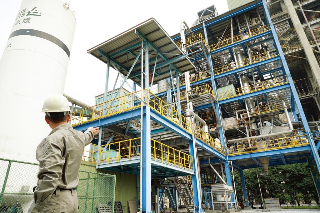 工研院研發「鈣迴路捕獲二氧化碳技術」,協助水泥業者達成減碳目標。圖/工研院提供