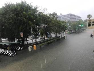 雨帶襲擊南高屏 鳳山苓雅多處淹水