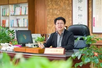 讓外籍生進到南興協助小朋友成長 柯伯儒校長獲選為教育家人物典範