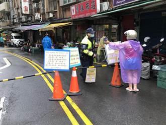 傳統市場人流拉警報 淡水警管制人車防堵疫情擴散