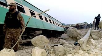 影》巴基斯坦火車相撞重大事故 至少35死、數十人傷