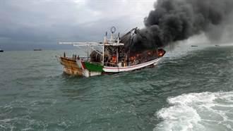 興達港外海火燒船 雙艇馳援滅火3人逃生獲救