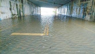 豪雨淹南市5區 水情仍吃緊