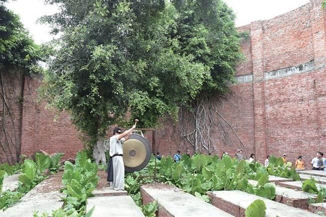 ▲雲林縣虎尾糖廠製糖歷史已111年,位於其內的磚造酒精槽,曾是東亞最大也是台灣僅存的古式製酒工廠設施。 圖:雲林縣政府文化觀光處╱提供