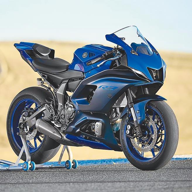 承襲Yamaha於MotoGP參賽經驗結晶,YZF-R系列為品牌旗下擁有「R DNA」的高性能車款,台灣山葉機車預計第四季引進YZF-R7。(台灣山葉機車提供)