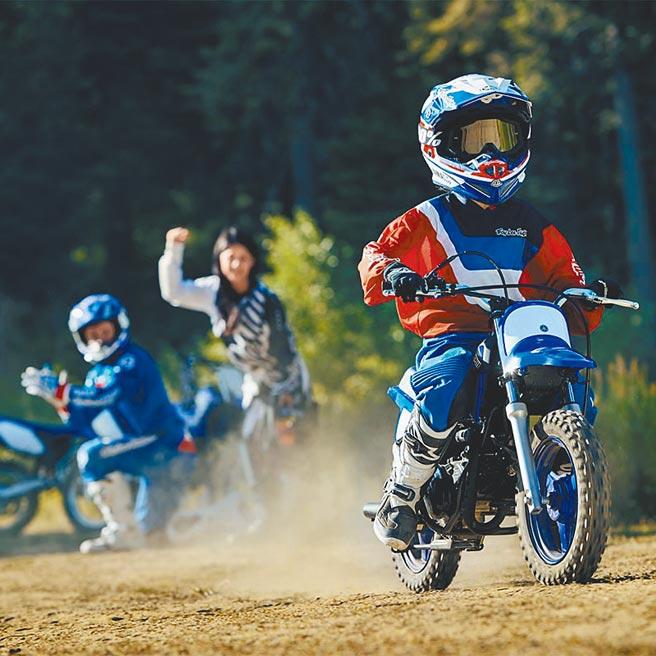 Yamaha PW50是台針對體重25kg以下孩童開發的入門越野車,只要轉動油門就能夠簡單讓車子前進,讓孩子享受騎乘樂趣。(台灣山葉機車提供)