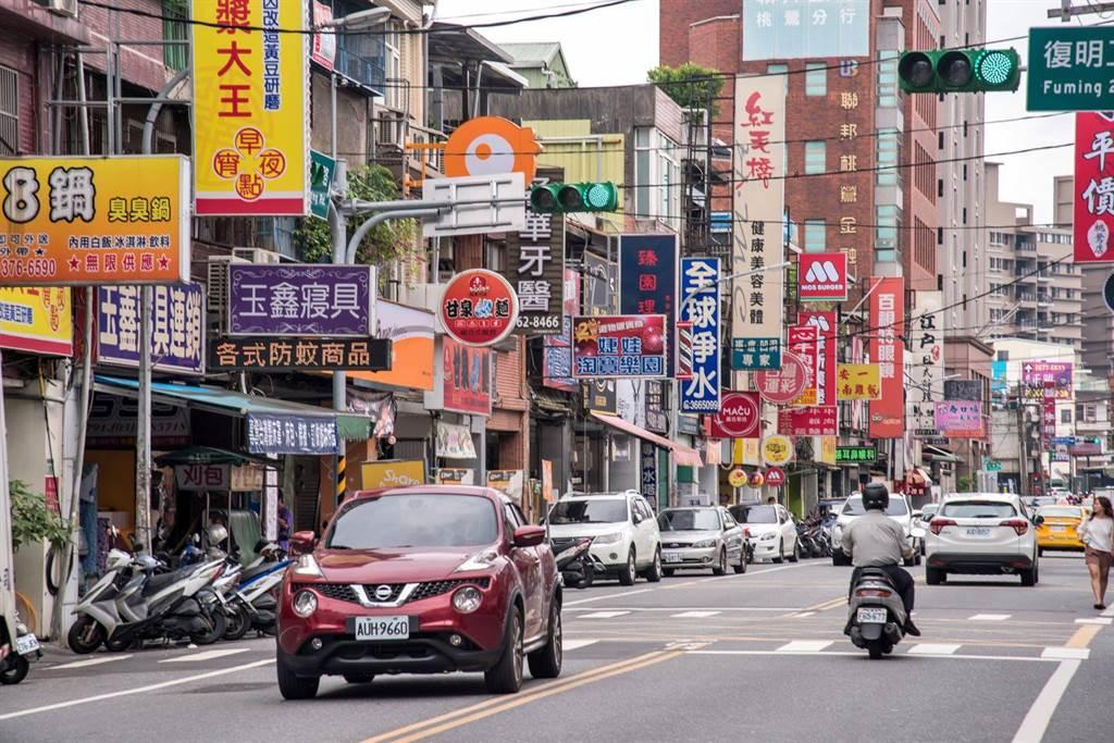 鳳鳴重劃區受首購族青睞,圖為生活圈街景。(業者提供)