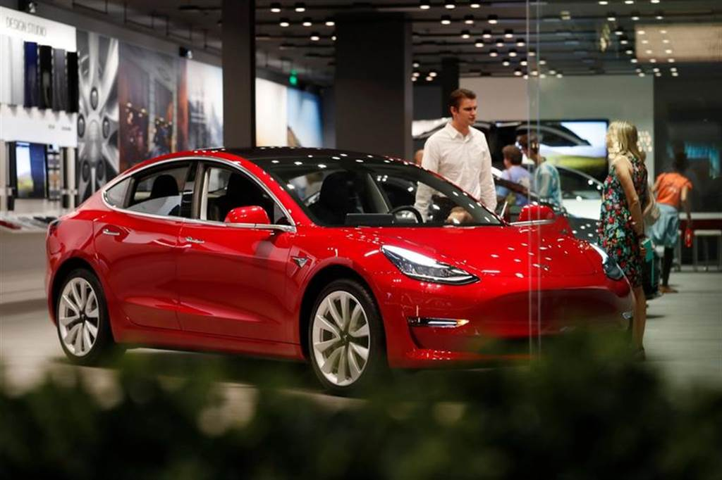 Tesla Model 3 超越 Nissan Leaf 成為英國有史以來最熱銷電動車