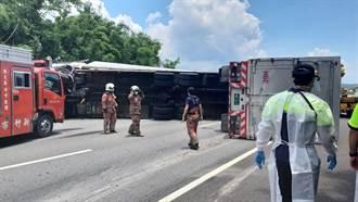 聯結車爆胎翻覆 中山高南下新竹路段全線封閉
