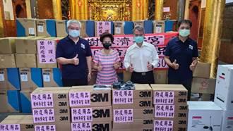 樹林濟安宮贈防疫物資 消防添增4500套防護衣