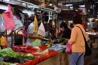 傳統市場生意受疫情衝擊 花蓮市公所減半攤商租金