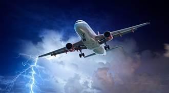 印度雨季雷擊造成27死 一架飛機遇亂流釀8傷