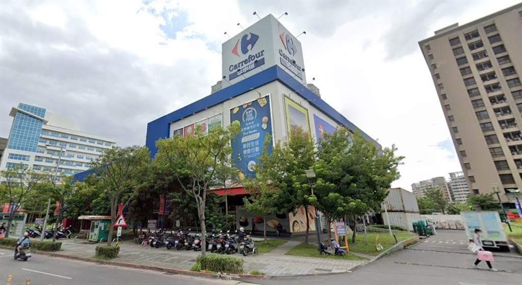 淡水區「家樂褔淡新店」親民「2」字頭房價,吸引大台北首購族和小資族。(圖/翻攝自Google街景)