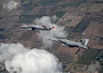 美MQ-25首次完成F/A-18空中加油 艦載機作戰半徑大增