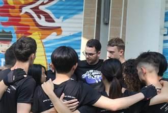 台華獎學金16人獲獎 艾隆成為龍舟隊助理教練