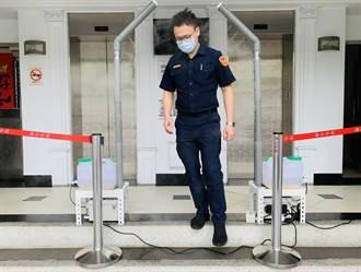海山分局設噴霧式防疫門 員警進出駐地更安全