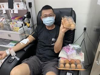 宅家防疫鬧血荒 蛋農捐2.4萬顆雞蛋催挽袖