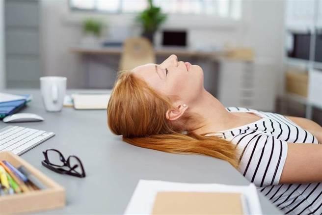別當防疫的刺蝟!柔軟身心更添免疫力,精神科醫的6補帖。(示意圖/Shutterstock)