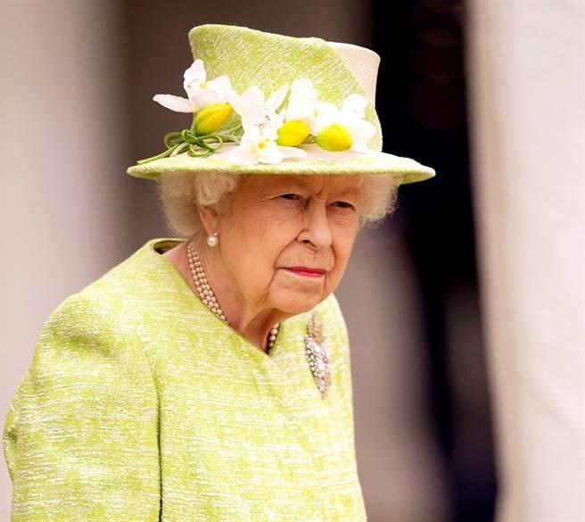英國牛津大學瑪德林學院(Magdalen College)的學生7日投票通過,移除懸掛在學生休息室的女王伊麗莎白二世肖像,此舉被罵「荒謬」。(資料照/TPG、達志影像)