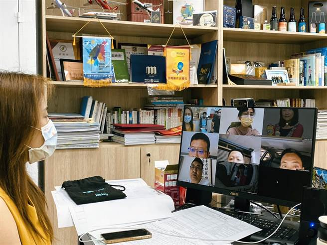 台南市觀光旅遊局開放旅行社申請遠距辦公設備整備補助,每家旅行社補助1萬元。(觀旅局提供/洪榮志台南傳真)