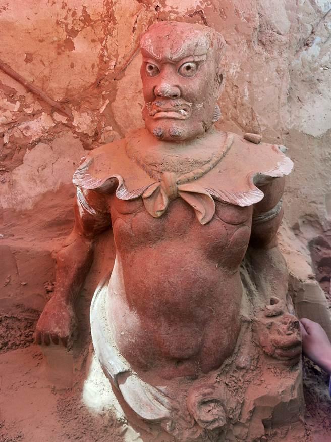 顯應宮內出土的小鬼雕像。(圖/新華社)