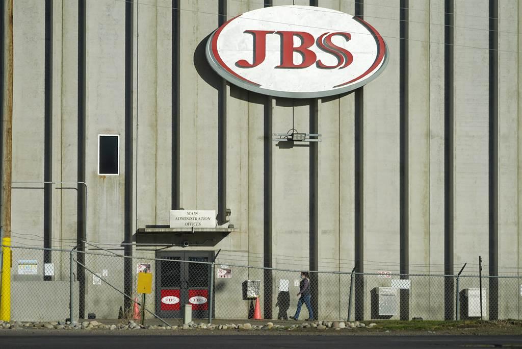 全球最大肉品加工业者JBS上週表示遭遇瘫痪性网路攻击可能导致食品供应链中断并推高食品价格。图/美联社(photo:ChinaTimes)