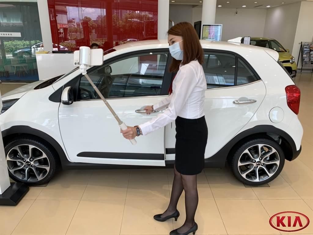 KIA即日起推出「0接觸一對一線上購車諮詢」,消費者在家也能透過通訊軟體安心賞車。